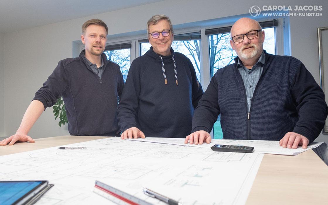 Benjamin Tedt, Johann Hansen, Jens Meyland – hmp-Ingenieure bei der Besprechung